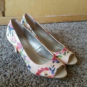 Floral Karen Scott Heels Size 7